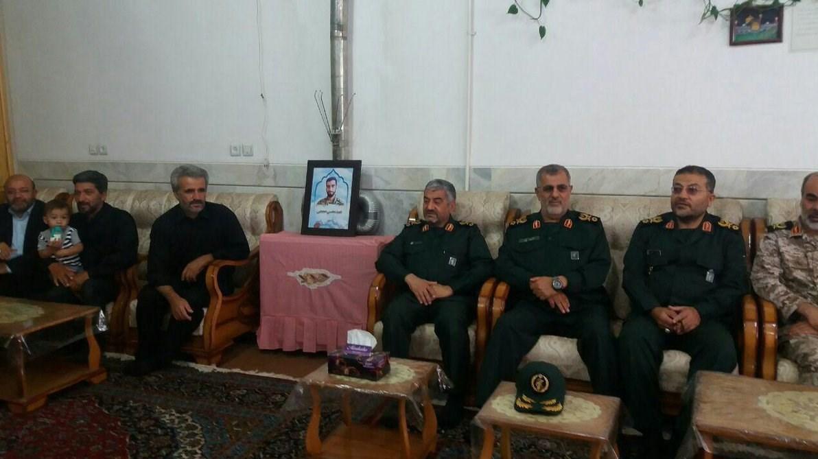 حضور فرمانده کل سپاه در منزل شهید حججی/ عکس