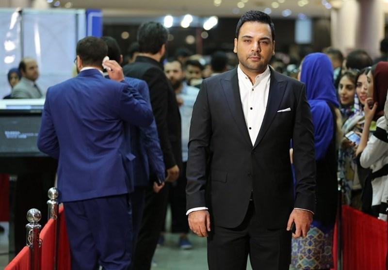 علیخانی: تندیس حافظم را به خانواده شهید حججی تقدیم می کنم/ ماجرای نیمروز جایزه بهترین کارگردانی را از آن خود کرد