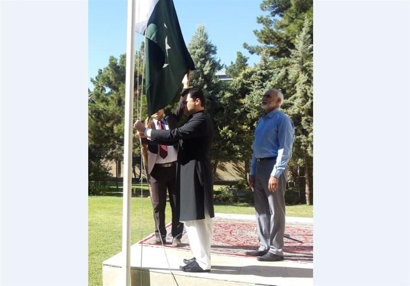مشہد مقدس؛ پاکستانی قونصلیٹ میں پرچم کشائی کی تقریب + تصویر