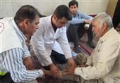 تهران|پزشکان جهادی در مسیر راهپیمایی 13 آبان در شهر ری ویزیت رایگان انجام میدهند