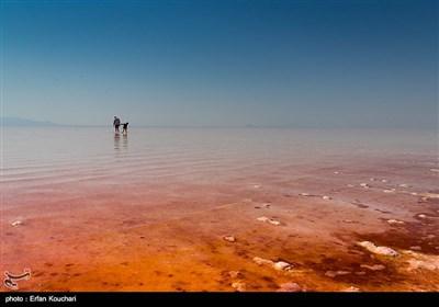 دریاچه ارومیه یکی از مناطق گردشگری مهم ایران محسوب می شود. دریاچهٔ ارومیه، بزرگترین دریاچهٔ داخلی ایران و دومین دریاچهٔ بزرگ آبشور دنیا است.