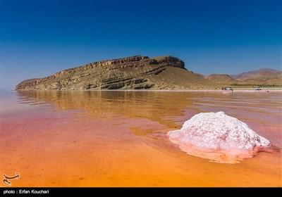 در زبان پارسی کهن، این دریاچه چیچست به معنای درخشنده (به دلیل املاح معدنی که در سواحل بصورت کریستال) یافت میشود نامیده شده است.