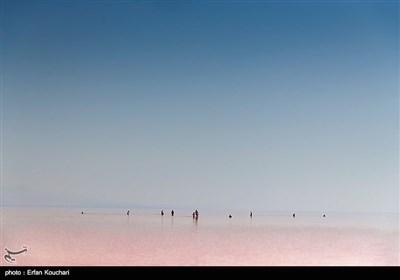 نمایی از دریاچه ارومیه
