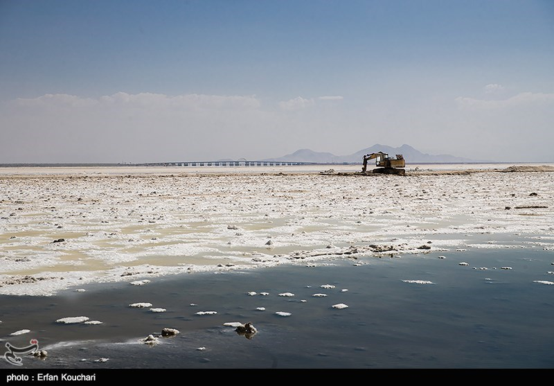 نفسهای آخر دریاچه ارومیه/70درصد دریاچه خشک شده است+ تصاویر