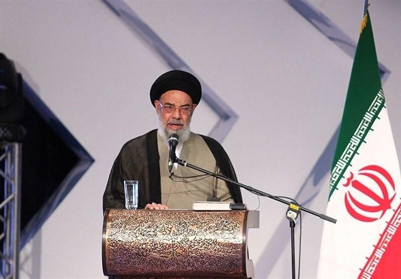توصیه امام جمعه اصفهان به قضات؛ باید تلاش کرد تا پروندههای قضایی روی زمین نماند