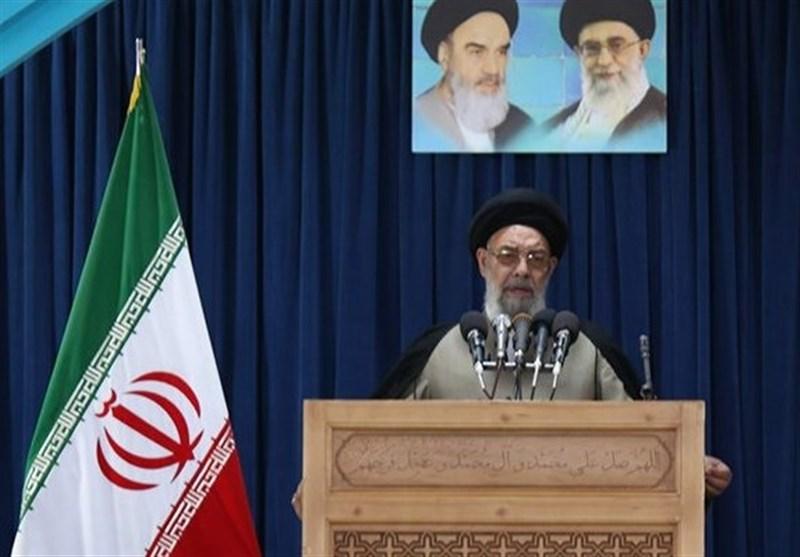 اصفهان| آیتالله طباطبایینژاد: در برگزاری جشنهای دهه فجر باید آتش به اختیار عمل کرد