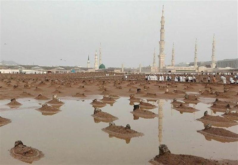 باران رحمت الهی در قبرستان بهشتی بقیع + تصاویر