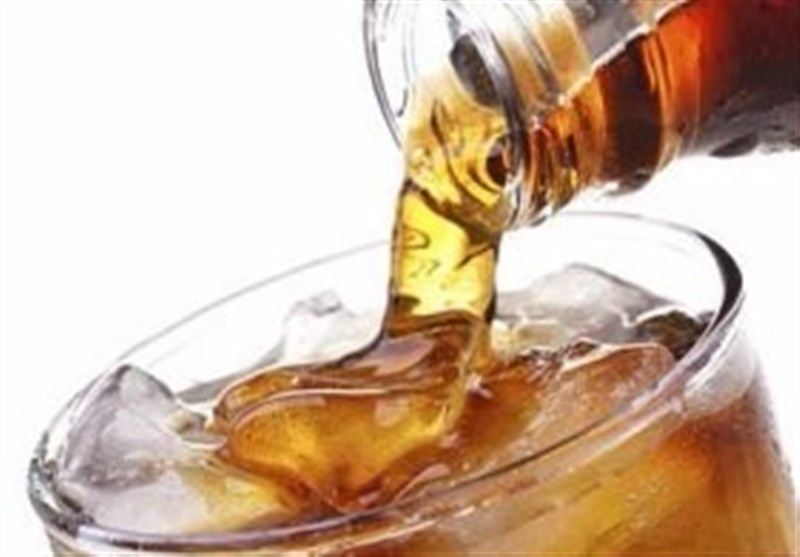 تعرف على التأثیر السلبی لشرب الصودا یومیاً