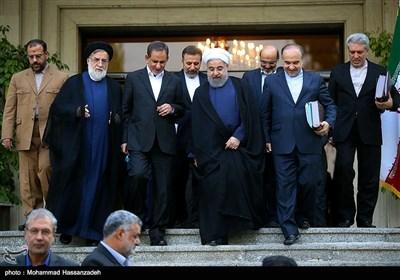 چرا اقتصاددانانی که برای رئیس جمهور شدن آقای روحانی یقه پاره کردند، منتقد شدند؟