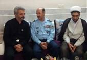 فرمانده و مسئولان پایگاه هوایی اصفهان با خانواده شهید حججی دیدار کردند
