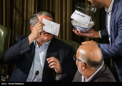 Tehran's New City Council Holds 1st Session