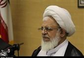 یزد | مسئولان رفع مشکلات کشور را وابسته به ارتباط با بیگانگان ندانند