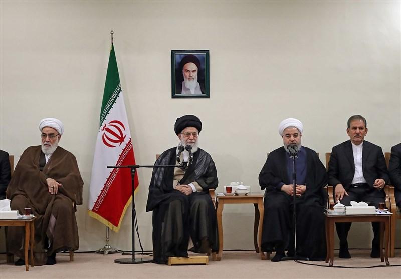 الامام الخامنئی یستقبل الرئیس روحانی وأعضاء الحکومة الجدیدة+صور