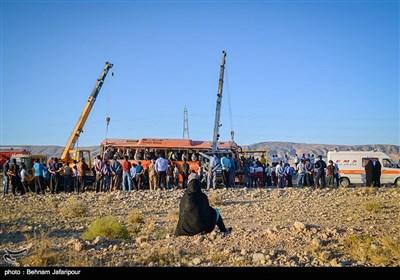 واژگونی اتوبوس دختران دانشآموز در استان فارس