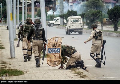 Police, Protesters Clash after Eid Prayers in Kashmir