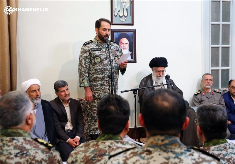 الإمام الخامنئی یستقبل قادة مقر خاتم الأنبیاء للدفاع الجوی
