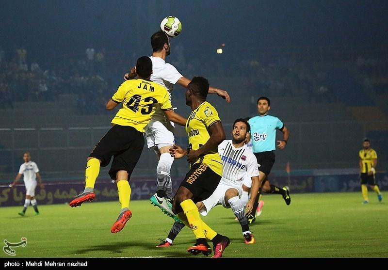 دیدار فوتبال پارس جنوبی جم و نساجی مازندران
