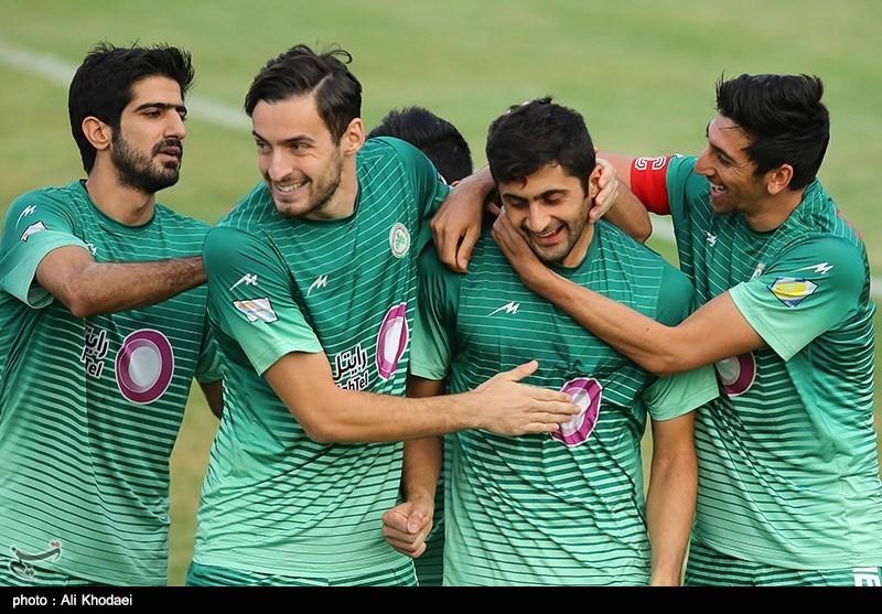 دیدار تیم های فوتبال ذوب آهن و فجر شهید سپاسی