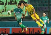 مربی سابق تیم سپاهان در ورزشگاه فولادشهر حضور پیدا کرد