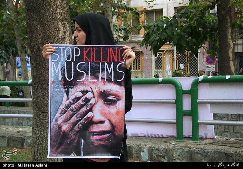 تجمع دانشگاهیان و مردم در اعتراض به کشتار مسلمانان