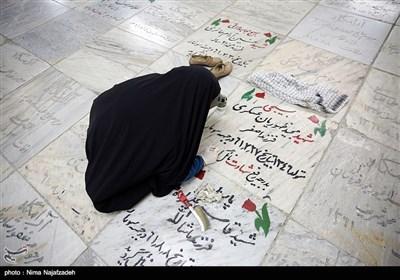 غبار روبی و رنگ آمیزی مزار شهدا - مشهد