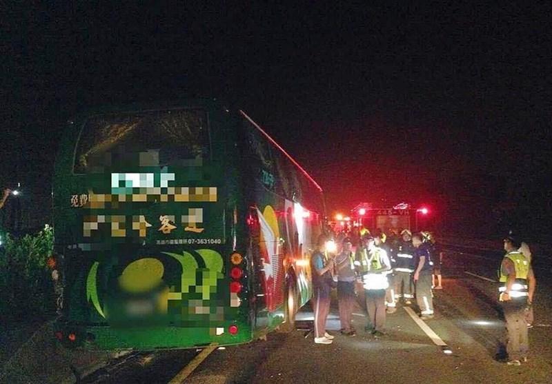 تصادف کامیون و اتوبوس 56 مصدوم و یک فوتی به جا گذاشت