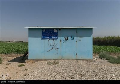 حفر 56 حلقه چاه آب عمیق در منطقه قلعه شمس آباد و انتقال آن به مناطق دیگر باعث شده سطح آب منطقه شمس آباد و فیروز بهرام بطور زیادی پایین بیاید و کشاورزی را در این منطقه با مشکل بحرانی مواجه کند.