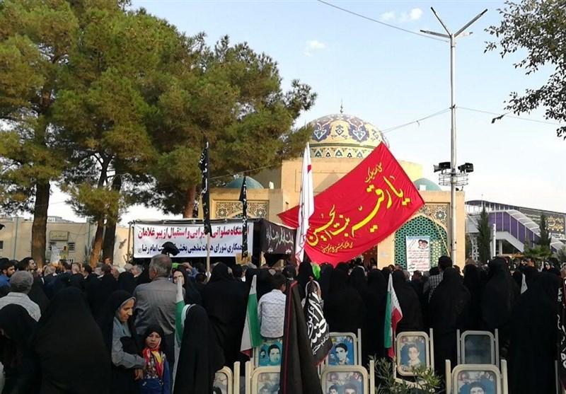 پرچم حرم امام حسین(ع) در گلزا شهدای اصفهان به اهتزاز درآمد
