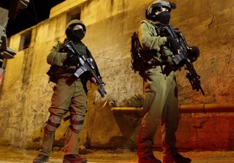 العدو الاسرائیلی یشن حملة اقتحامات واعتقالات فی الاراضی المحتلة