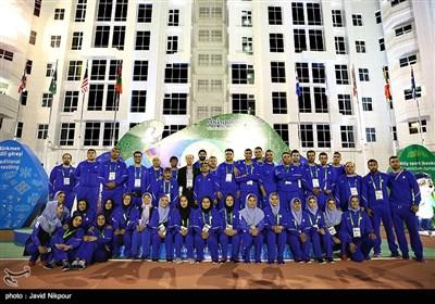 اهتزاز پرچم جمهوری اسلامی ایران در دهکده بازیهای داخل سالن آسیا