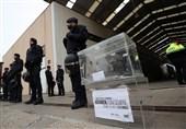 پلیس اسپانیا محلهای اخذ رای در کاتالونیا را تصرف کرد