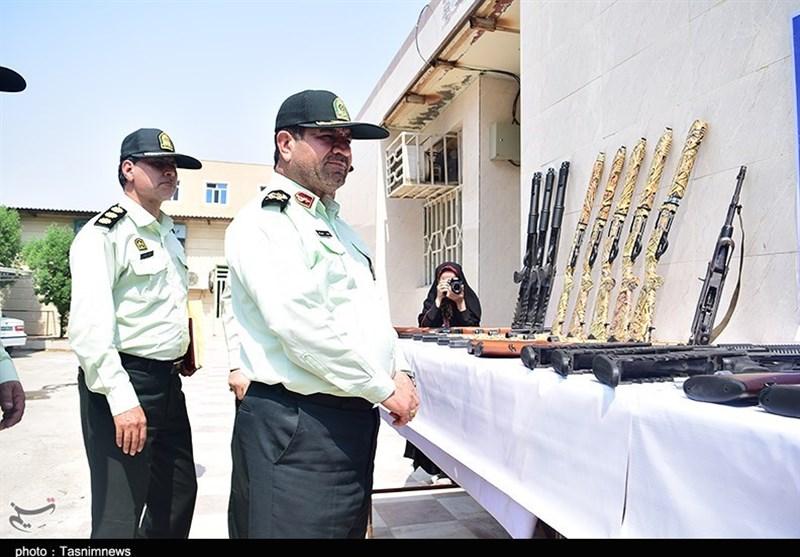مراسم رونمایی از سلاحهای غیرمجاز کشف شده در استان خوزستان به روایت تصویر