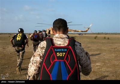 یگان ویژه صابرین سپاه برای برگزاری دوره چتربازی اقدام به خرید چتر های روز دنیا کرده است که کیفت دوه را بسیار بالا برده بود
