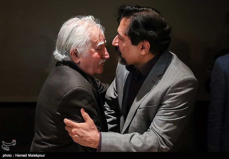 Veteran Iranian Artist Farshchian Honored in Tehran