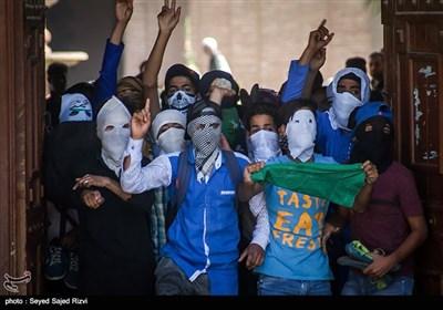 درگیری نمازگزاران و پلیس - کشمیر