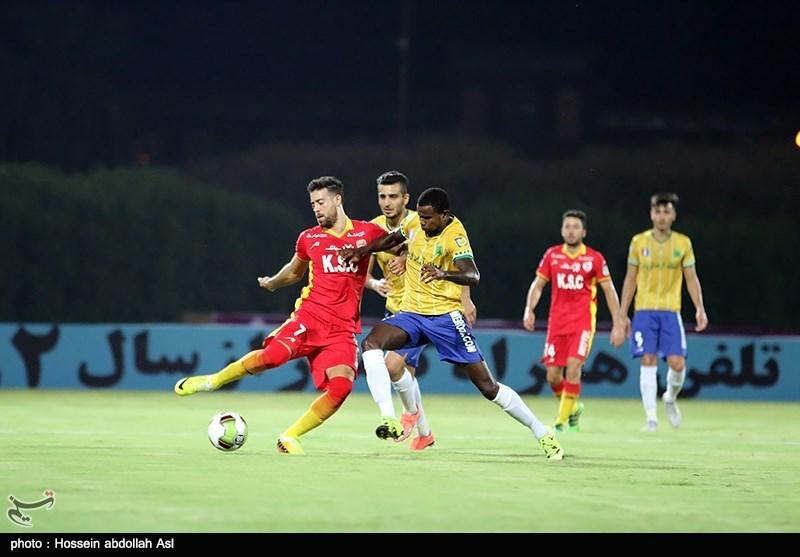دیدار تیم های فوتبال صنعت نفت آبادان و فولاد خوزستان - آبادان
