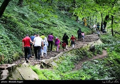پله های منتهی به قلعه رودخان که تعدادشان به 1200 عدد می رسد