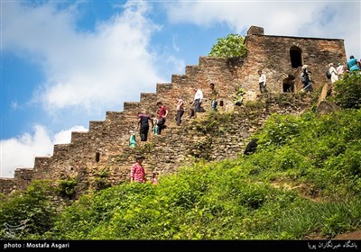 در بین اهالی روستاهای منطقه این قلعه به نام قلعه رودخان و قلعه هزار پله معروف است
