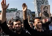 اجرای سرود «سلام مدافع حرم» در مسیر تشییع شهید حججی+فیلم