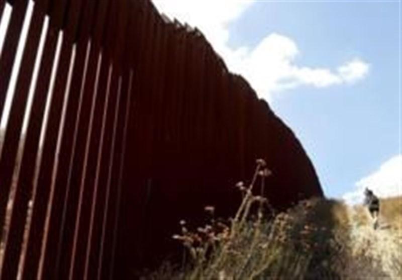Viral Video Shows Men Effortlessly Climbing Trump's Border Wall (+Video)