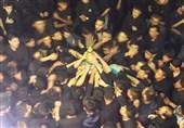 شب هفتم و حاجات گره خورده مهاجرین افغانستانی به «عَلَم» عباس(ع)/روایتی از یک سنت دیرینه عزاداری مردم افغانستان+تصاویر