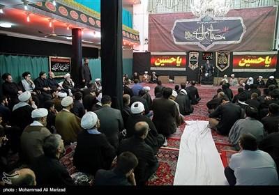 حضور رئیس مجلس شورای اسلامی درعزاداری بیت آیت الله مکارم شیرازی