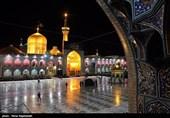 بانوان زائر در سالروز شهادت حضرت رضا(ع) در رواق حضرت زهرا(س) به سوگ مینشینند