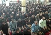 نماز ظهر عاشورا با حضور پرشور عزاداران حسینی در یزد اقامه شد