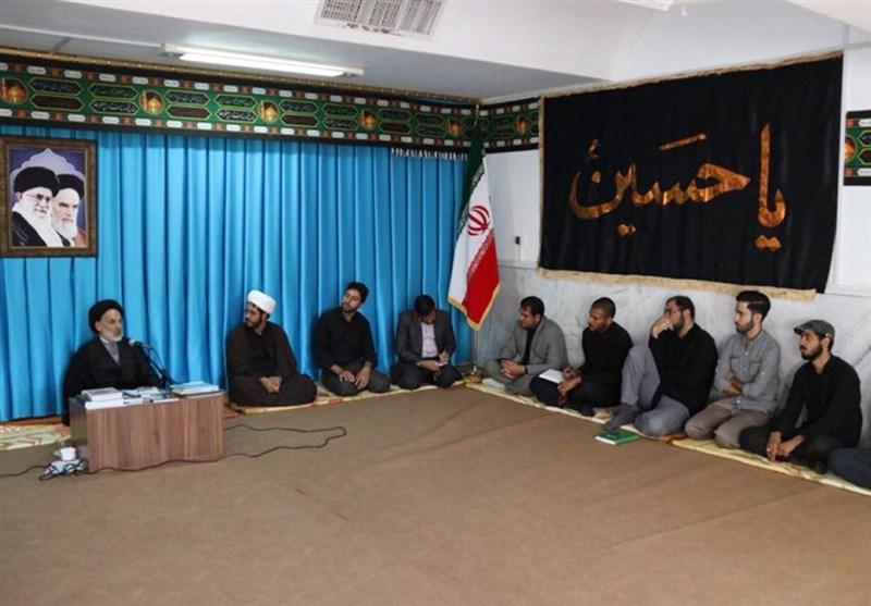 300 بسته فرهنگی آموزشی بین دانشآموزان محروم خراسان جنوبی توزیع شد