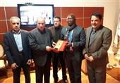اهدای لوح یادبود فدراسیون فوتبال ایران به همتای آفریقایی
