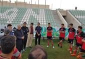 سرپرست تیم فوتبال جوانان: لباس بازیکنان را در آکادمی پس گرفتیم، نه نمازخانه فرودگاه/ باید صرفهجویی کنیم