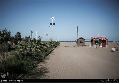 بندر کیاشهر،در فاصله 17 کیلومتری آستانه اشرفیه و حدود 50 کیلومتری شهر رشت قرار دارد.