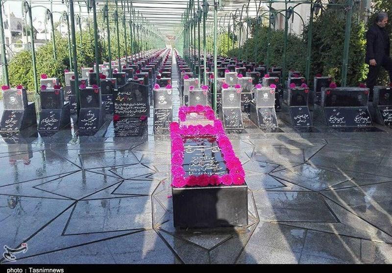 رونمایی از کتیبه سرلشگر پاسدار شهید حسین همدانی در گلزار شهدای همدان