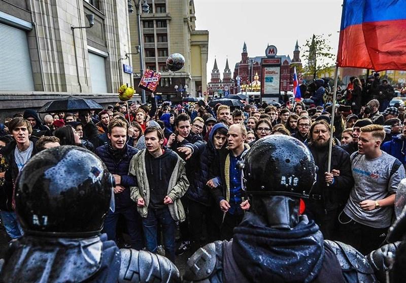 تظاهرات مخالفان در سالگرد تولد پوتین در دهها شهر روسیه